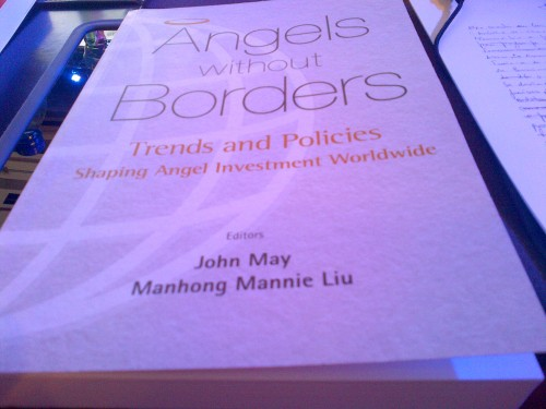 "Lançamento do livro ""Angels Without Borders"""