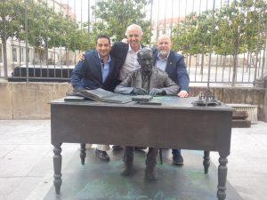 Miguel Gonçalves à esquerda na foto e Chris Curtis à direita